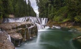 Lewis River Falls moyen Photo stock