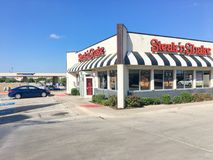 Logo entrance of Steak and Shake fast-food chain in Texas, USA. LEWISVILLE, TX, USA-SEP 2, 2018:Facade of Steak n Shake, an American casual restaurant chain with stock photos