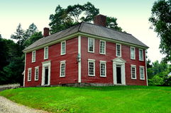Lexington, Ma: Historic 1735 Munroe Tavern. The historic 1735 Munroe Tavern used to house the British Field Hospital and Officers Headquarters' on the eve of Stock Images