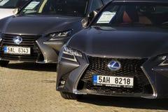 Lexus-auto's voor het handel drijven die op 25 Februari, 2017 in Praag, Tsjechische republiek voortbouwen Royalty-vrije Stock Afbeelding
