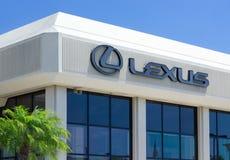Lexus Automobile Dealership en Embleem Royalty-vrije Stock Foto's