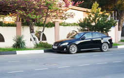 Lexus 250 parkujący w ulicie Zdjęcia Royalty Free