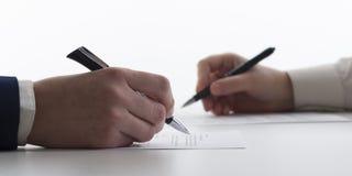Ley, consejo y concepto de los servicios jurídicos Abogado y abogado que tienen reunión del equipo en el bufete de abogados imagen de archivo libre de regalías