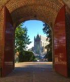 Leyde, église de Pieterskerk - cuvette de vue la porte de Burcht Van Leiden image libre de droits