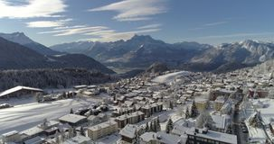 Leysin-Stirnseite reisendes - Luft-4K - Phantom 4 PRO stock video