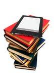 Lezer en oude boeken royalty-vrije stock afbeeldingen