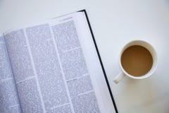 Lezingsboek op lijst Stock Fotografie
