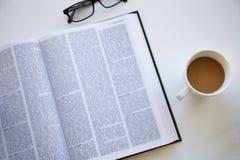 Lezingsboek op lijst Stock Foto