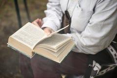 Lezingsboeken op aard Stock Afbeelding