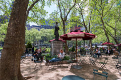Lezingsruimte in Bryant-Uit het stadscentrum park, Manhattan, New York Stock Foto