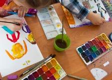 Lezione del disegno nell'asilo Fotografia Stock