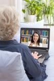 Lezione del video del computer della donna anziana immagine stock libera da diritti