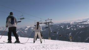 Lezione dello sci in Saalbach-hinterglemm Austria stock footage