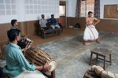 Lezione di ballo indiana classica di Kathakali in collage di arte in India fotografia stock