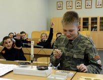 Lezione di fisica nel corpo del cadetto della polizia Immagine Stock