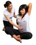 Lezione di yoga per la donna incinta Fotografia Stock Libera da Diritti