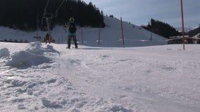 Lezioni dello sci in Saalbach-hinterglemm Austria stock footage