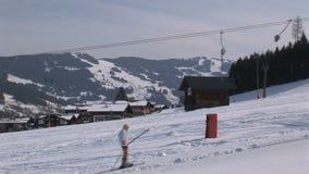 Lezioni dello sci in Saalbach-hinterglemm Austria video d archivio