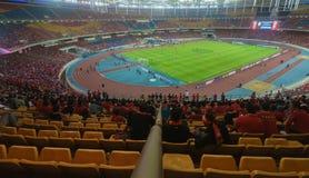 利物浦的足球迷在LFC期间的在吉隆坡,马来西亚游览2015年 库存照片
