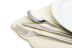 Löffel, Gabel und ein Messer liegen auf Serviette Stockbild