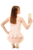 élégance De retour de la fille dans la robe rose et avec le sac à main Image libre de droits