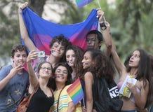 LGBT在采取selfie的马略卡人的自豪感庆祝 图库摄影