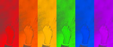 LGBT poing serré de geste - symbole de lutte pour leurs droites sur le fond coloré contexte abstrait - image photographie stock libre de droits