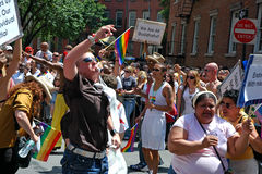 LGBT Pride March alegre em Manhattan Fotos de Stock