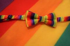 Lgbt-Stolzbogen auf einem Mehrfarbenhintergrund stockfoto