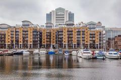 Skeppsdockor för St. Katharine, står hög Hamlets, London. Royaltyfria Foton