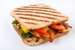 Légumes et poulet grillés de sandwich Photographie stock libre de droits