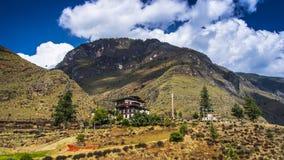 Lhakhang Tamchog под ¼ Œa ï голубого неба 600 лет виска Бутана, Paro к Тхимпху стоковая фотография rf