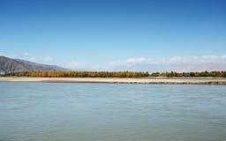 W Października Lhasa rzece Zdjęcie Royalty Free