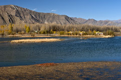 Lhasa Tibet sjö landskap Arkivbilder