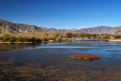 Lhasa Tibet sjö landskap Arkivfoto