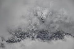Lhotse (8,516m) från den Imja Khola dalen Dalar av Khumbu nepal Arkivbilder