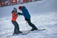 Lição do instrutor do esqui Fotografia de Stock