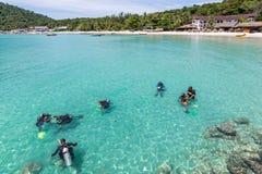 Lição do mergulho autônomo Imagem de Stock Royalty Free