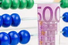 A lição do negócio, ajudando compreende o fluxo de dinheiro Imagens de Stock Royalty Free