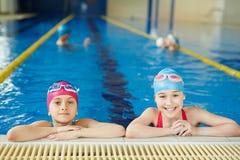 Lição do PE na piscina foto de stock