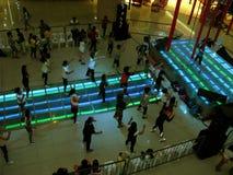 Lições livres do exercício aeróbio em Fisher Mall, cidade de Quezon, Filipinas imagem de stock royalty free
