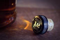 Liège de bouteille de whiskey ou de whiskey Image libre de droits