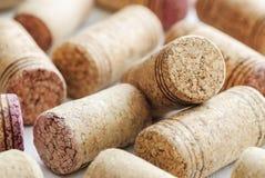 Lièges de vin avec des rayures photographie stock libre de droits