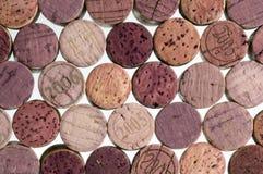 Lièges de vin sur le fond blanc Image stock