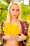 liść klonowi portreta kobiety potomstwa fotografia royalty free