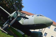 LI-2飞机-在SNP博物馆,斯洛伐克的露天部分的武器装备 免版税库存照片