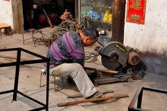 Li ', China: Tubulação do corte do homem Imagens de Stock