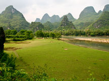 Li Jiang river and its mountains Royalty Free Stock Photography