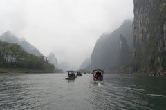 Li rzeka, Guilin, Chiny, 22th, Marzec, 2014, łodzie żegluje w Li rzece Obraz Royalty Free