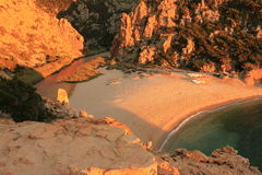Li Tinnari - liten vik av Nord Sardinia Royaltyfri Foto